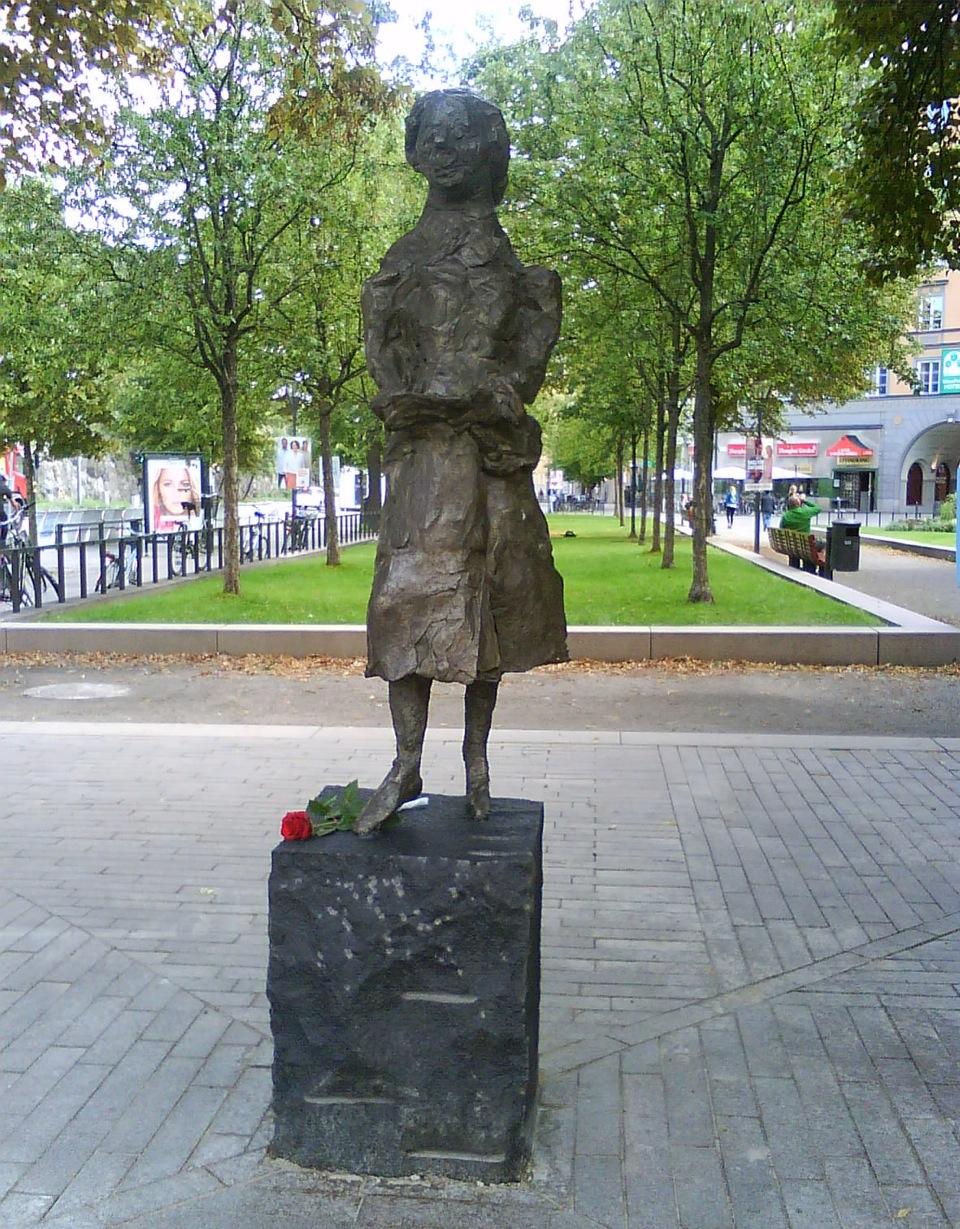 siri-derkert-staty