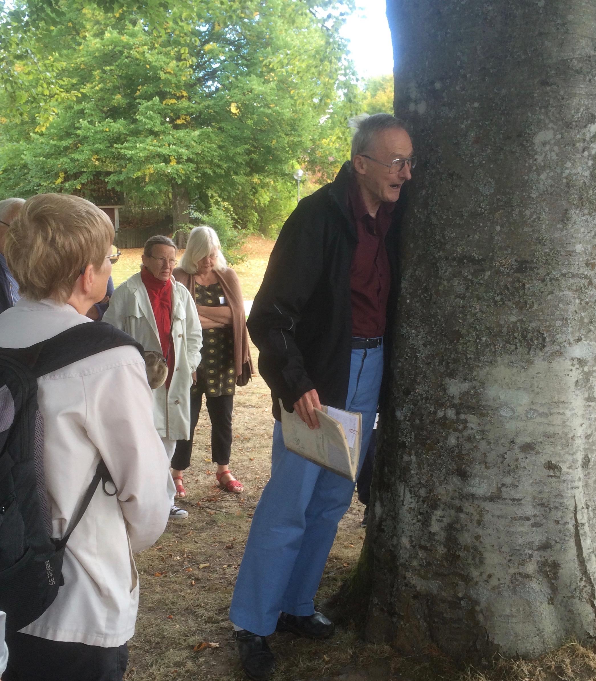Börje Svensson leder vandring
