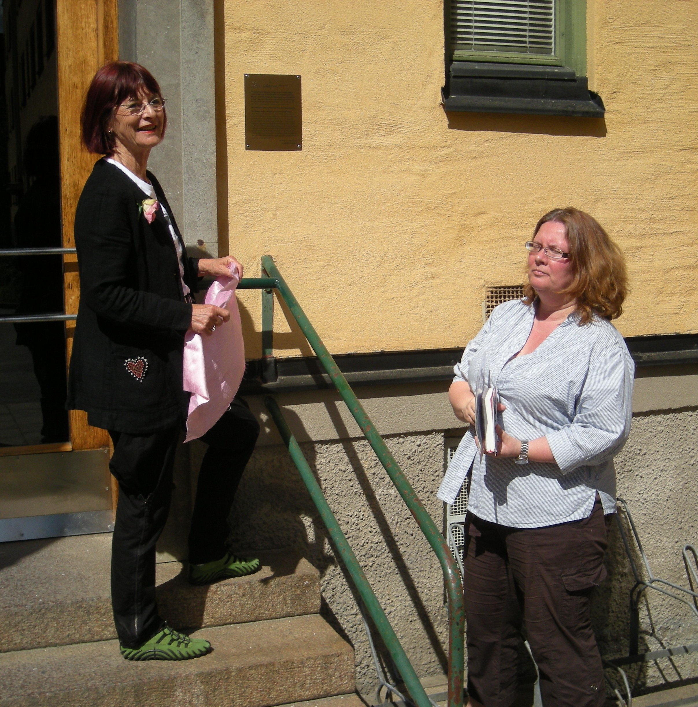 Marianne Enge o bostadsrättsföreningens ordförande Ulrika Fält