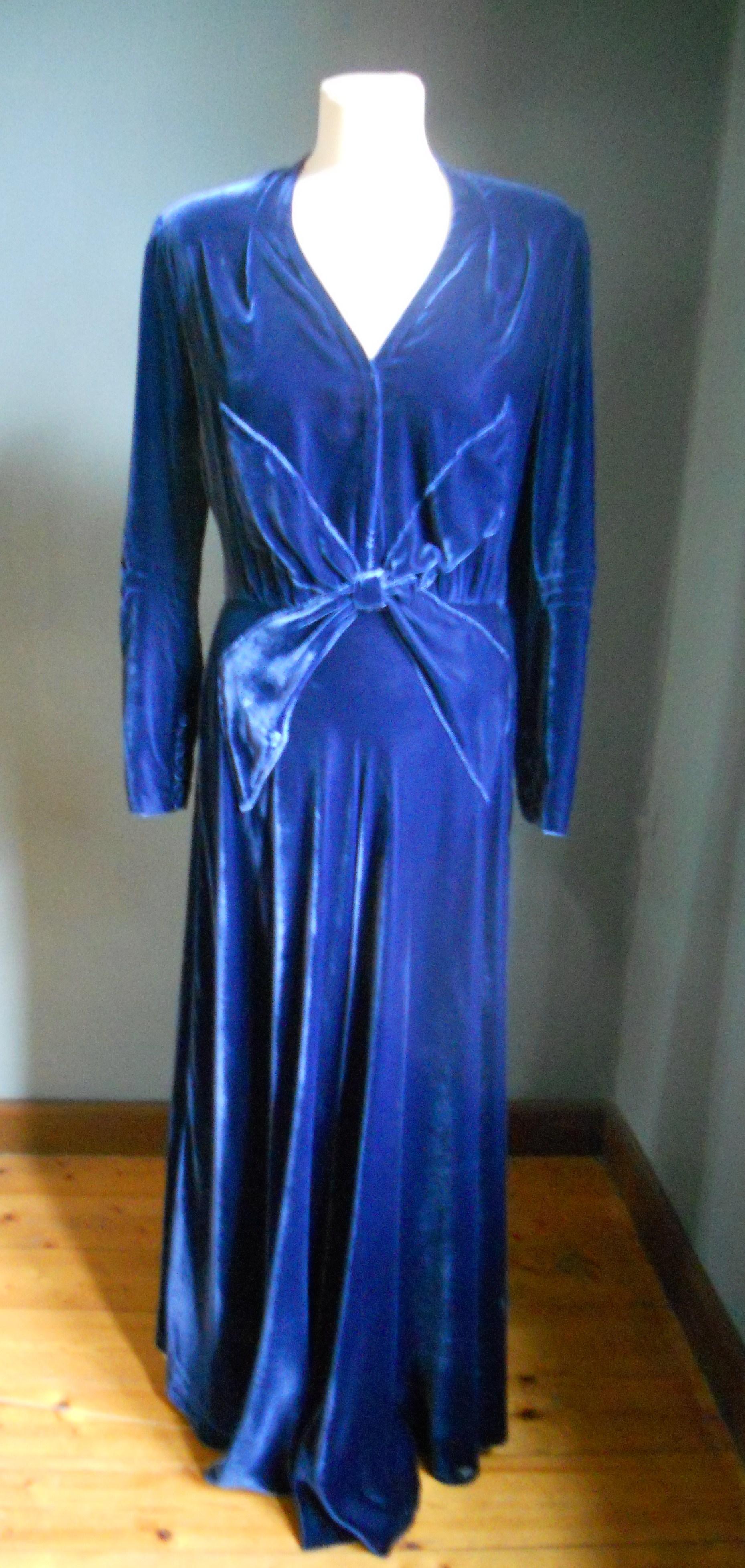 Till klänningen bar Elin sidenskor från Bally, infärgade i samma färg som klänningen.